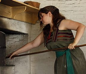 "What is it like to ""become"" a voyageur at Fort William Historical Park?"