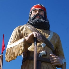 #7 voyageur statue: Big Louis in Barnum